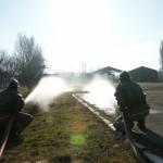 De brandweer test de nieuwe pomp